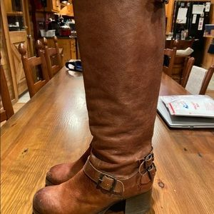 Frye Boots Size 8. Condition is Pre-owned.